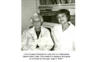 Fotografía de la Dra. Eugenia Sacerdote de Lustig junto a Catalina Sasko